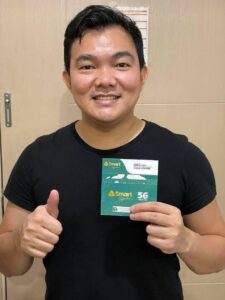 Globe user first to switch to Smart